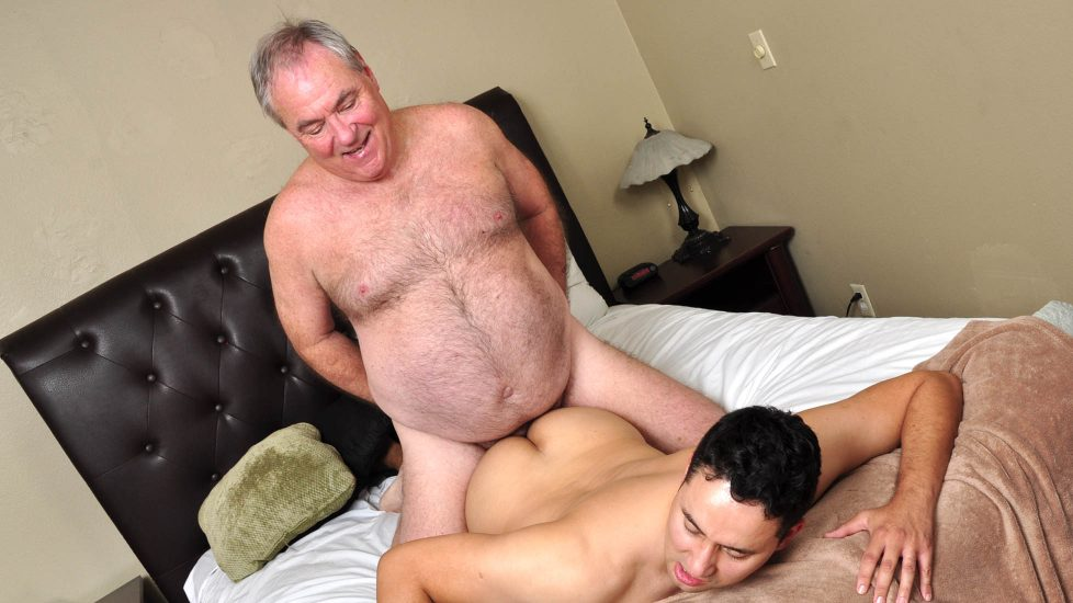 Mature guy sucks then wanks